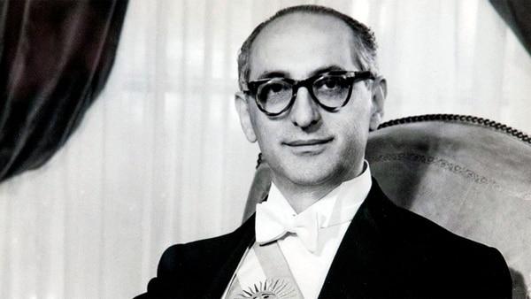Arturo-Frondizi